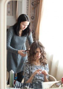 How to Become a Beautician